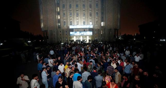 Demonstrators gather outside the Kurdistan Parliament building in Irbil, Iraq October 29, 2017 (Reuters Photo)