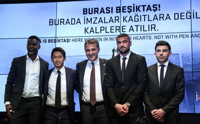 Fikret Orman (center) poses with Nicolas Isimat-Mirin (left), Shinji Kagawa (second left), Muhayer Oktay (right) and Burak Yılmaz (second right) at a ceremony in Istanbul, Feb. 5, 2019.