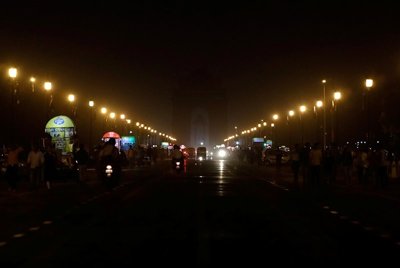 The India Gate war memorial is pictured after the lights were turned off for Earth Hour in New Delhi, India, March 24, 2018 (Reuters Photo)
