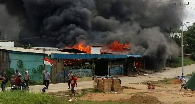A building, set on fire by rioting demonstrators, is seen in Sorong on Aug. 20, 2019 (AFP Photo)