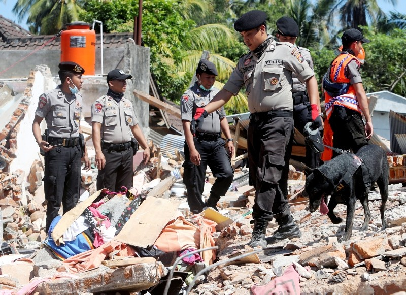 Indonesian K-9 dog police officers search for victims at a collapsed house in Tanjung, West Nusa Tenggara, Indonesia, 08 August 2018. (EPA Photo)