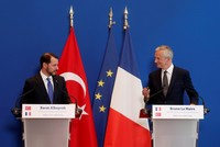 Ankara, Paris agree to take action against US economic bullying, boost economic ties