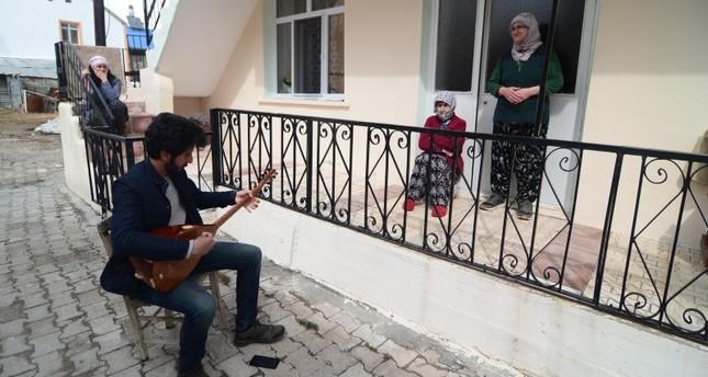 طولغا أكغول موسيقار تركي الأناضول