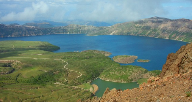 Wonders of crater lake draw nature lovers