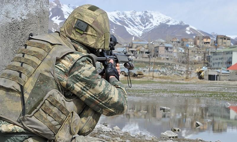 Turkish soldier participating in an anti-terror operation in Turkey's southeastern Hakkari province's Yu00fcksekova district (File Photo)