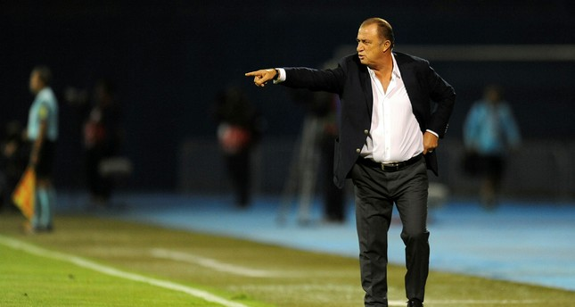 Turkey's head coach Fatih Terim gestures during the World Cup 2018 qualifier football match Croatia vs Turkey at Maksimir stadium in Zagreb, on September 5, 2016. (AFP PHOTO)