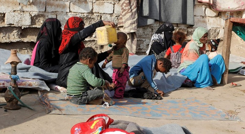 Internally displaced people sit at a makeshift camp for IDPs in al-Jarahi, south of the Red Sea port city of Houdieda, Yemen, Feb. 22, 2017. (REUTERS Photo)