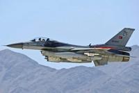 Ein türkischer F-16 Kampfjet ist am Donnerstag im Bezirk Gülşehir in der zentraltürkischen Provinz Nevşehir abgestürzt – der Kampfpilot überlebte den Absturz nicht.  Laut der...
