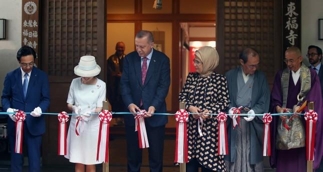 أردوغان يفتتح معرض المصور التركي الشهير آرا غولر في اليابان