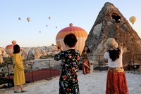 Asian tourists flock to Cappadocia, enjoy balloon tours