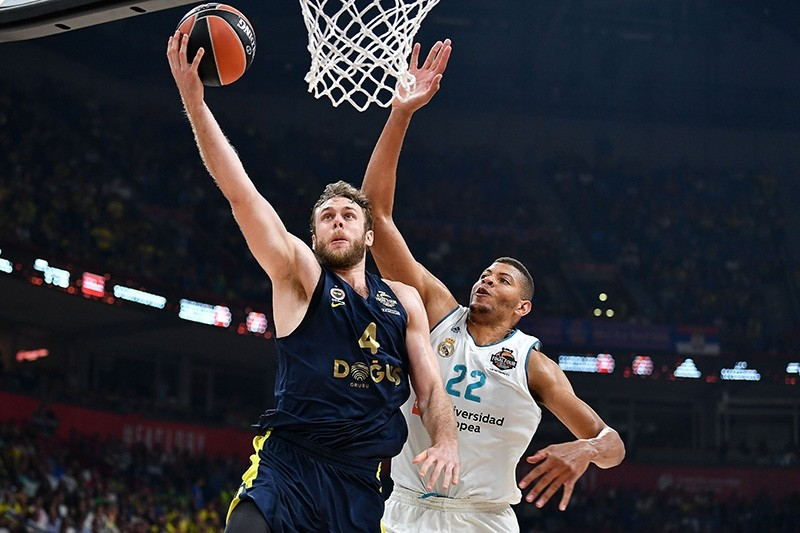 Fenerbahu00e7e's Italian forward Nicolo Melli (L) fights for the ball against Real Madrid's Cape Vardean center Walter Tavares during the Euroleague Final Four finals basketball match The Stark Arena. (AFP Photo)