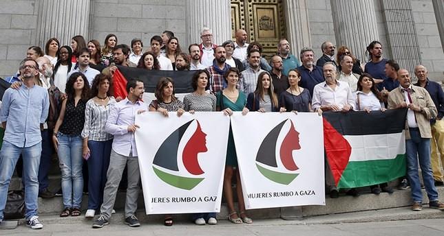 أسطول نسائي يبحر من برشلونة لكسر الحصار على قطاع غزة