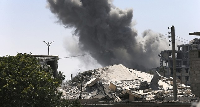 قصف على مدينة الرقة (من الأرشيف)