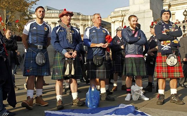 Scotland soccer fans attend an Armistice Day event at Trafalgar Square in London, Britain. Nov. 11, 2016. Reuters Photo