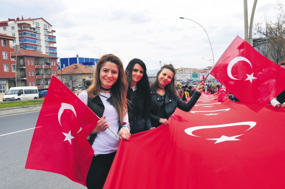 A large crowd of u2018yesu2019 supporters greeted President Recep Tayyip Erdou011fan in Ankara on Monday evening.