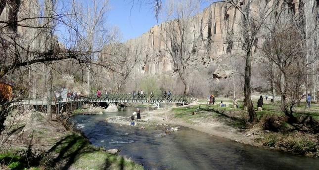 وادي إهلارا بكبادوكيا التركية يستقطب 200 ألف سائح