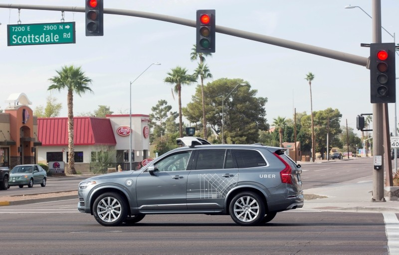 A self driving Volvo vehicle, purchased by Uber, moves through an intersection in Scottsdale, Arizona, U.S., December 1, 2017. (Reuters Photo)