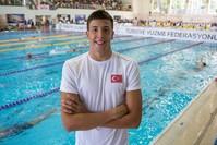 السبّاح التركي إمره ساكتشي الفائز بالميدالية الفضية في البطولة الأوروبية للسباحة القصيرة في سباق 50 مترا