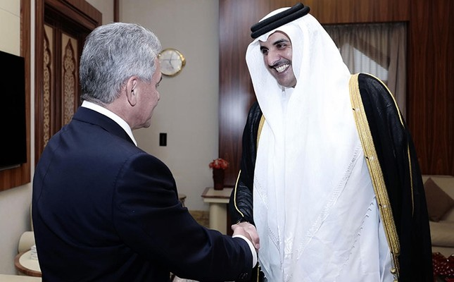 A handout picture released by the Qatar News Agency on Oct. 25, 2017 shows Emir Sheikh Tamim bin Hamad Al-Thani (R) receiving Russian Minister of Defense Sergei Shoigu, Doha, Qatar. (via AFP)