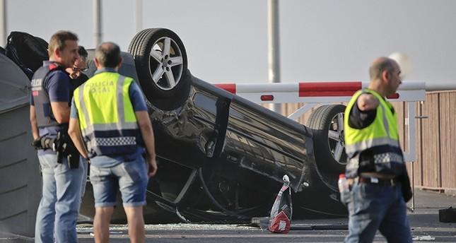 سيارة المهاجمين في الاعتداء الثاني بعد انقلابها (AP)