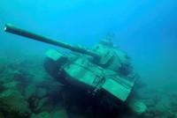 Ein Modellpanzer aus dem Jahr 1960 wurde vor der Küste des Mittelmeer-Ferienortes Kaş 20 Meter tief ins Meer runtergelassen. Es soll eines der Projekte sein, um den Tauchtourismus in der Region zu...