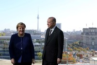 Erdoğan, Merkel meet in working breakfast, diccuss bilateral, global issues