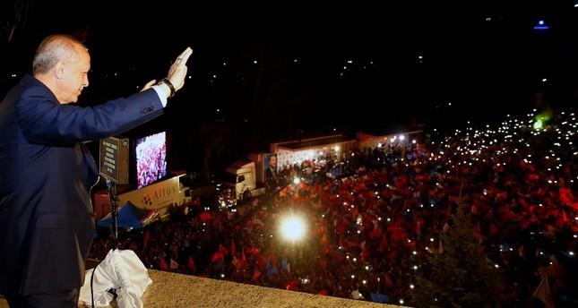 ماذا قال أردوغان لأنصاره المحتشدين بأنقرة في خطاب الشرفة؟