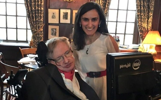 Canan Da?deviren with Stephen Hawking during their meeting at Harvard in April 2016. (DHA Photo)
