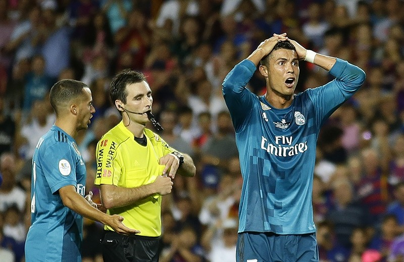 Referee Ricardo de Burgos expells Ronaldo during the Super Cup first leg match between FC Barcelona and Real Madrid in Barcelona, August 13, 2017. (AP Photo)
