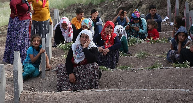 Family members of victims mourn at a cemetery in Dürümlü village, the site of an explosion by PKK terrorists last week, near the southeastern city of Diyarbakir, Turkey May 19, 2016. (Reuters Photo)