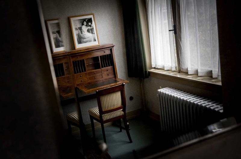 A view of a room of German diarist and Jewish Holocaust victim Anne Frank in her former house in the Rivierenbuurt in Amsterdam, The Netherlands, 16 November 2017. (EPA Photo)