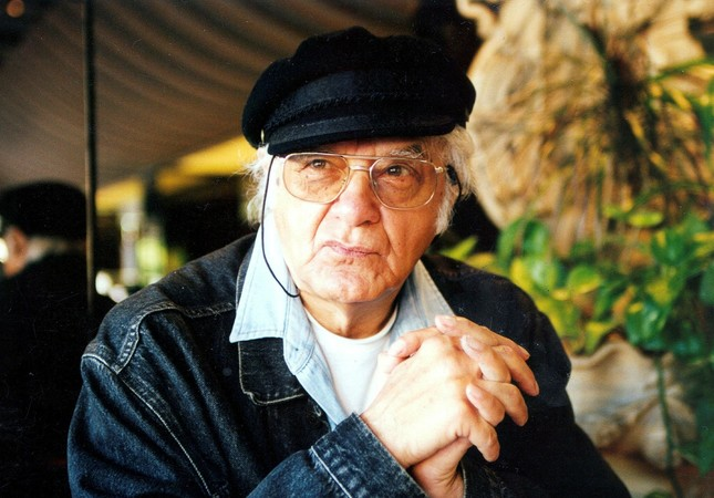 Attila İlhan was a prominent poet and remained one until his death in 2005.