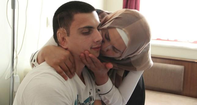 Türkischer Chirurg formt einem Mann ein Ohr aus dem Rippenknorpel seiner Mutter