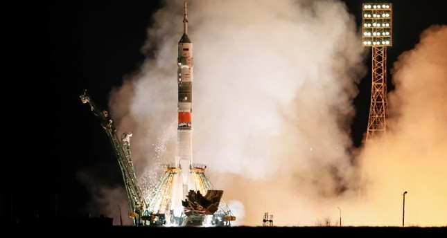 US-Russian crew blasts off to ISS