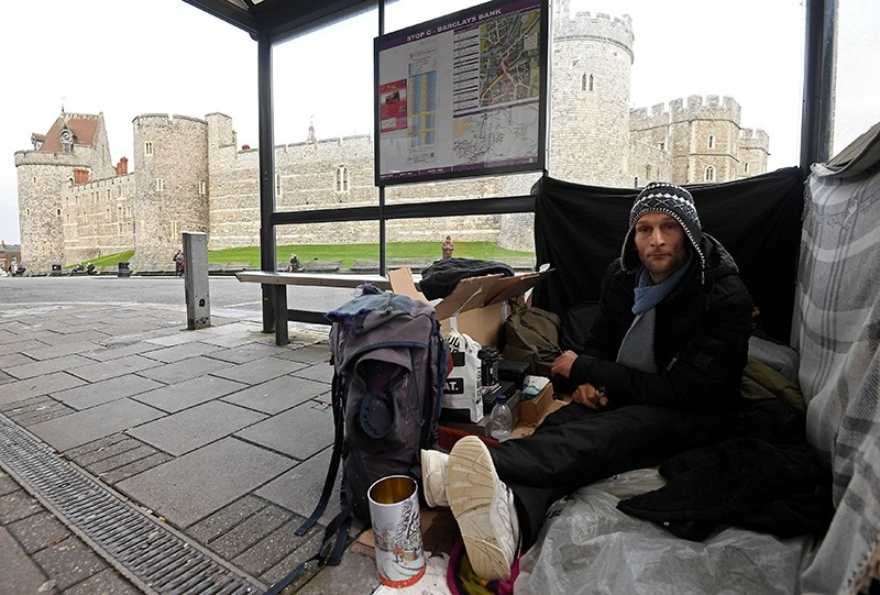 Stuart, a homeless man, sits under a bus shelter where he sleeps opposite Windsor Castle in Windsor, Britain, January 4, 2018. (Reuters Photo)