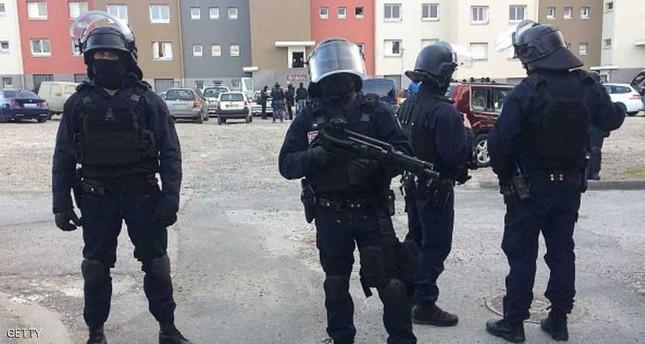 مسلح يحتجز 5 رهائن بمتجر في تولوز الفرنسية