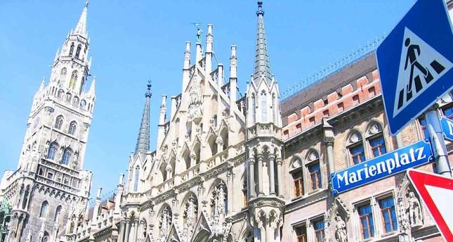 Münchner Marienplatz: Mann überschüttet Benzin und verbrennt sich