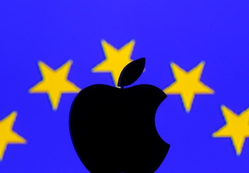 A 3D printed Apple logo is seen in front of a displayed European Union flag in this illustration taken September 2, 2016. (REUTERS Photo)