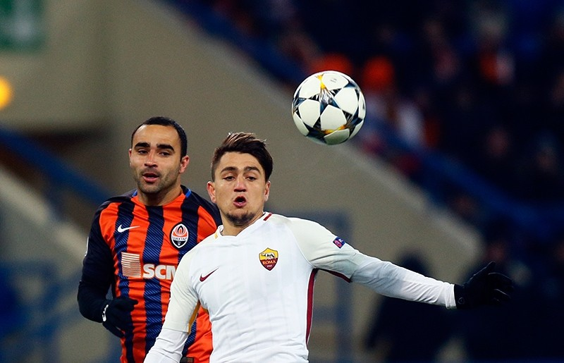 Roma's Cengiz Under, right, duels for the ball with Shakhtar's Ismaily during the Champions League, round of 16, first-leg football match between Shakhtar Donetsk and Roma at the Metalist Stadium in Kharkiv, Ukraine, Feb. 21, 2018. (AP Photo)
