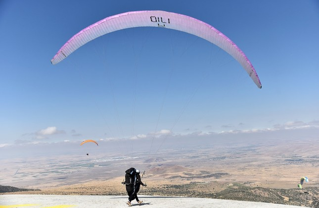 Turkish researchers develop app to find paragliding locations around country