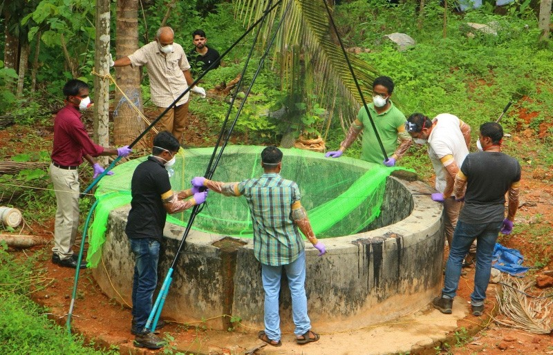 Animal Husbandry department and Forest officials inspect a well to to catch bats at Changaroth in Kozhikode in the Indian state of Kerala (AFP Photo)
