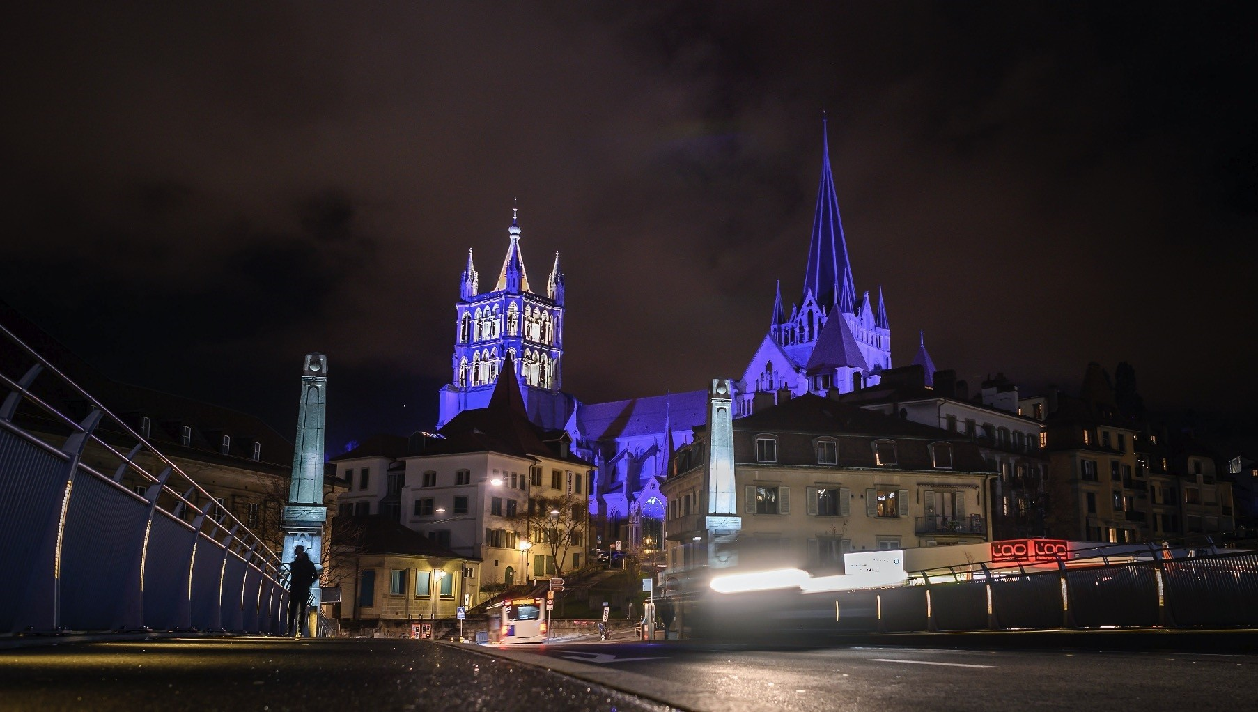 Every evening, the night watchman clambers to the top of the Lausanne cathedral bell tower and gets to work: he shouts out the time each hour, keeping a six-century-old tradition alive.