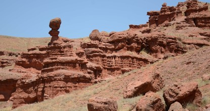 Red fairy chimneys lure tourists to eastern Anatolia