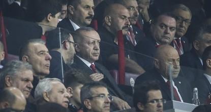 أردوغان يحضر مباراة المنتخب التركي ضد آيسلندا