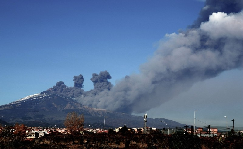 Smoke rises over the city of Catania, Italy during an eruption of the Mount Etna, one of the most active volcanoes in the world on Dec. 24, 2018. (AFP Photo)