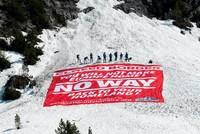 Far-right activists block Alps to prevent migrant entry