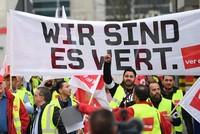 Die folgenreichen Warnstreiks im öffentlichen Dienst haben erneut den Nahverkehr in mehreren deutschen Großstädten lahmgelegt. Besonders stark betroffen waren am Morgen Niedersachsen und der...