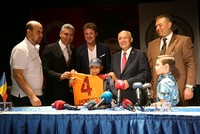 Galatasaray legend Popescu brings child cancer patient for treatment in Turkey's Ankara