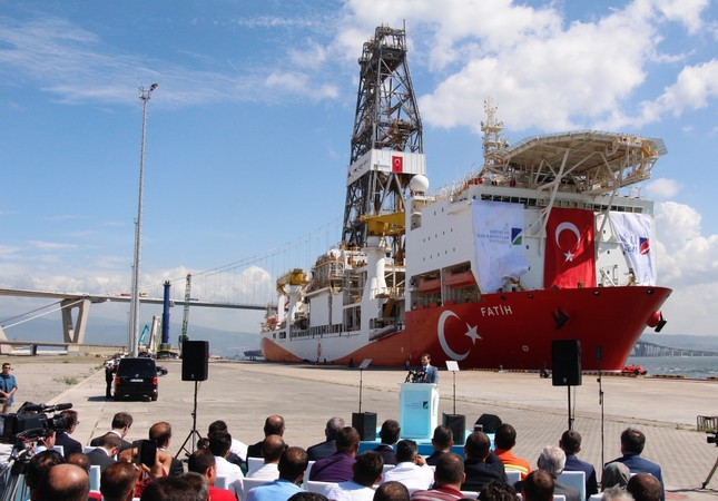 Energy Minister Berat Albayrak addresses press members at the ceremony for Turkey's first drilling vessel Fatih.