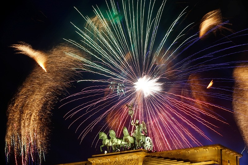 Fireworks explode next to the Quadriga sculpture atop the Brandenburg gate during New Year celebrations in Berlin, Germany, Jan. 1, 2018 (Reuters Photo)